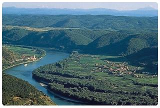 http://www.austria-facile.com/images/stories/valle_wachau.jpg